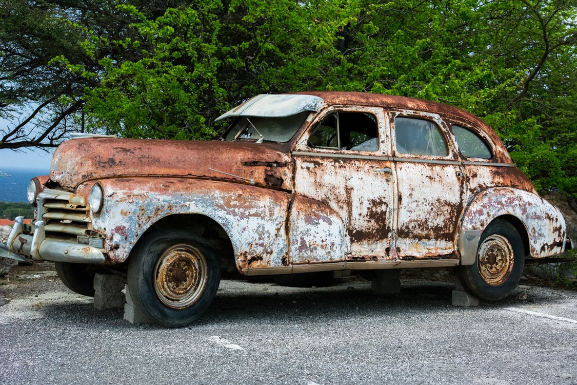 https://cdn2.hubspot.net/hubfs/560971/broken-car-vehicle-vintage.jpg